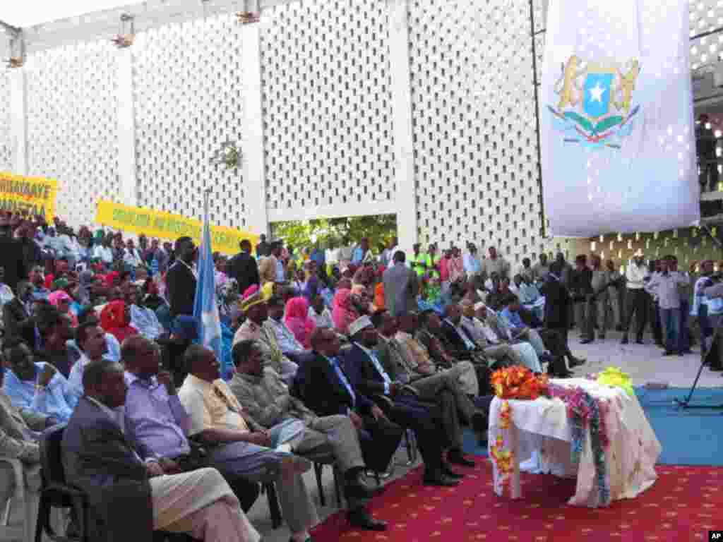 Hundreds of people gathered at the Somali National Theatre for the first concert since it was shut down 20 years ago. (Photo courtesy Somali Government)