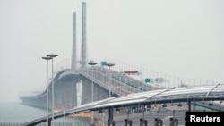 Toàn cảnh cây cầu nối Hong Kong và Macau với đại lục Trung Quốc trong ngày khánh thành hôm 23/10 tại Chu Hải, thành phố phía nam của nước này.