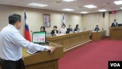 台湾立法院外交及国防委员会5月17号质询的情形(美国之音张永泰拍摄)