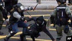 香港警察與反送中抗議者發生暴力衝突。(2019年1月19日)