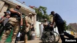 مراقبت نیروهای نظامی مصر از حوزه های رای گیری انتخابات ریاست جمهوری - ۶ خرداد ۱۳۹۳