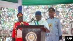 Le président de la Sierra Leone, Maada Bio, lors de son investiture à Freetown le 12 mai 2018.