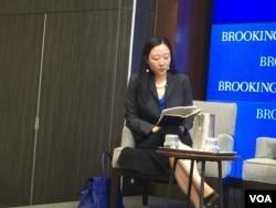 华盛顿智库史汀生中心东亚项目的高级研究员孙韵在布鲁金斯学会桑顿中国中心的美中俄关系研讨会上(2016年7月26日)