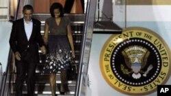 Tổng thống Barack Obama và Ðệ nhất phu nhân Michelle Obama đến Sân bay Quốc tế Chicago để tham dự Hội nghị thượng đỉnh NATO