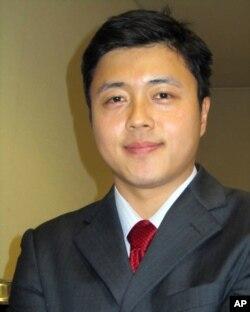 研究美中制度比较的学者刘台伟