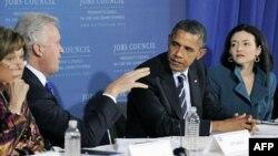Tổng thống Obama (thứ 2 từ phải) nói chuyện về vấn đề việc làm tại Pittsburgh, Pensylvania