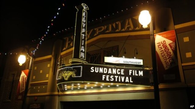 Sebuah gedung pertunjukan di jalanan utama kota Utah terlihat semarak dengan hiasan yang mengumumkan kegembiraan kota ini menyambut perhelatan Festival Film Sundance2013, Kamis, 17 Januari, 2013 di Park City, Utah. (Foto: Danny Moloshok/Invision /AP)