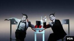Уиллем Дэфо и Михаил Барышников в спектакле «Старуха» Courtesy photo