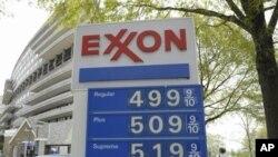 华盛顿一个加油站的油价逼近或者突破5美元一加仑