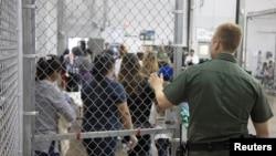 El anuncio llegas tras críticas acerca de la respuesta a la reciente muerte de una niña guatemalteca de 7 años, a menos de 48 horas de quedar bajo la custodia de agentes de la Oficina de Aduanas y Protección Fronteriza (CBP).