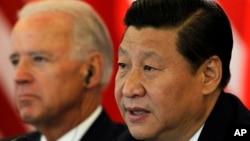 时任中国国家副主席习近平在北京接待到访的时任美国副总统拜登 (2011年8月19日资料照)