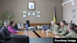Ministrica odbrane BiH Marina Pendeš i američki general John Gronski, 13. februar 2018. godine.