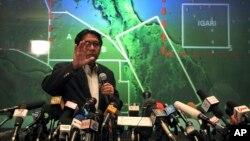 Giám đốc Nha Hàng không Dân dụng của Malaysia Azharuddin Abdul Rahman nói với phóng viên báo chí về các nỗ lực tìm kiếm chiếc máy bay bị mất tích, tại một cuộc họp báo