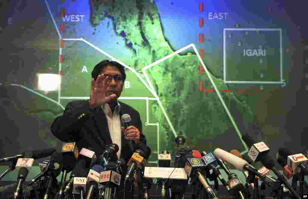 Malaysia's Department of Civil Aviation's Director General Azharuddin Abdul Rahman briefs reporters at a press conference on search and recovery efforts within existing and new areas for the missing Malaysia Airlines plane,Sepang, Malaysia, March 10, 2014.