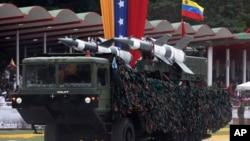 Misiles venezolanos durante un desfile militar en Caracas.