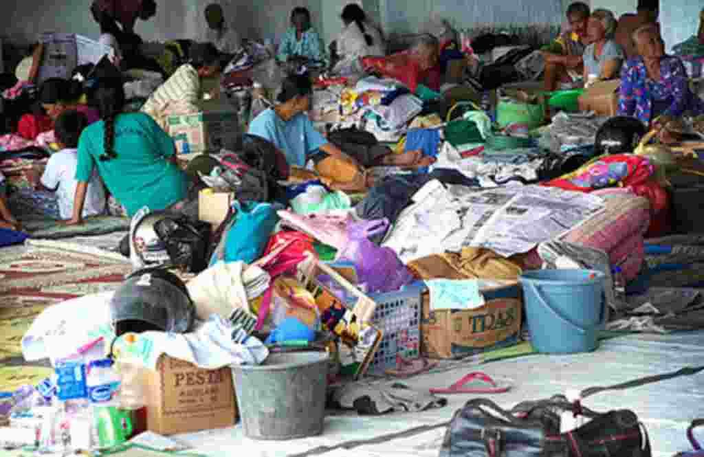Warga kecewa karena pasar tradisional Pakem di Sleman masih ditutup (19/11). Pasar ini tidak buka sejak 26 Oktober, karena lokasinya di dalam zona berbahaya.