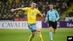 Zlatan Ibrahimovic face à la République Tchèque à Stockholm, le 16 mars 2016