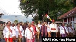 Sekjen Aliansi Masyarakat Adat Nusantara AMAN Abdon Nababan dalam festival budaya pertengahan tahun 2015.