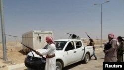 Des combattants déployés pour protéger le barrage de Haditha contre les milicies de l'Etat islamique (Reuters)