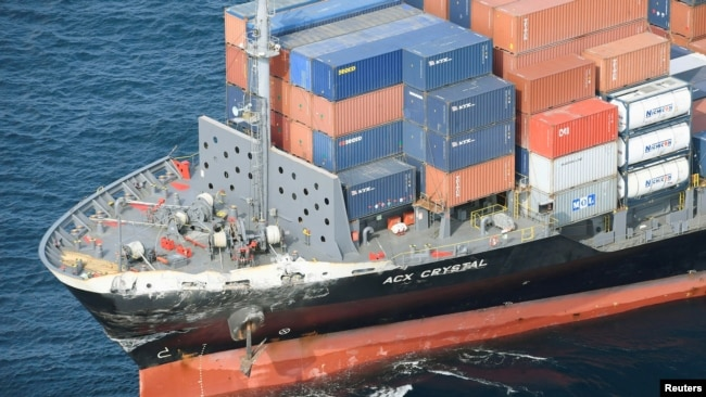 Tàu chở hàng treo cờ Philippines to gấp ba lần USS Fitzgerald.