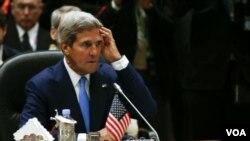ລັດຖະມົນຕີຕ່າງປະເທດສະຫະລັດ John Kerry ທີ່ກອງປະຊຸມກັບບັນດາຜູ້ນໍາ ອາຊ່ຽນ.