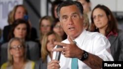 Richard Grenell fue contratado como vocero de la campaña de Romney y renunció voluntariamente, según el candidato.