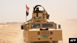 2016年6月22日伊拉克政府军的装甲车发动进攻。