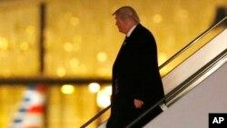 Трамп в аеропорту LaGuardia, Нью-Йорк.