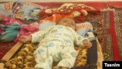 خبرگزاری تسنیم با انتشار این عکس نوشت محمد بر اثر سرمازدگی جان باخته است.