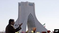 伊朗总统艾哈迈迪内贾德在德黑兰发表讲话,纪念伊斯兰革命33周年