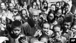 历史学家冯客著作《毛泽东的大饥荒》一书中文版选用此照片做封面