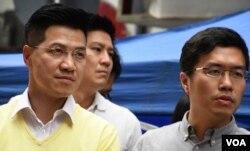 民主派立法會補選新界東候選人范國威(左)及港島區候選人區諾軒(美國之音湯惠芸攝)