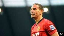 Keberhasilan Rio Ferdinand membawa klub Manchester United unggul 12 poin menuju gelar Liga Inggris membuatnya dipanggil masuk tim nasional Inggris (foto: Dok).