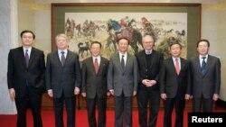 2008年12月11日,在北京参加六方会谈的六国代表,包括美国特使希尔和中国外长杨洁篪以及武大伟。