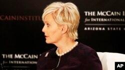 Сінді Маккейн, голова Консультаційної ради з торгівлі людьми в Інституті міжнародного лідерства Маккейна