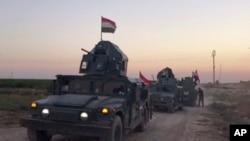 지난 16일 이라크 정부군 탱크가 카타시에서 쿠르드 자치정부 관할 지역인 키르쿠크로 향하고 있다.