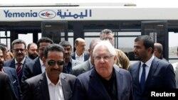 L'émissaire onusien au Yémen Martin Griffiths, au centre, à Sanaa (Yémen) le 2 juillet 2018.
