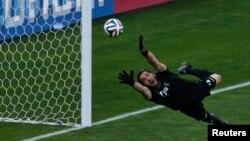 El portero iraní Alireza Haghighi no pudo parar el decisivo gol de Messi.