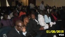 Ouvintes participam da gravação do programa Angola Fala Só na província do Uíge
