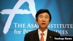 윤병세 한국 외교부 장관이 9일 서울 종로구 아산정책연구원에서 열린 '아산-SIPRI 국제회의'에서 기조연설을 하고 있다.