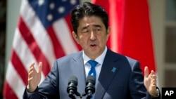 El primer ministro japonés, Shinzo Abe, visitó la Casa Blanca el 28 de abril de 2015, donde se reunió con el entonces presidente Barack Obama.