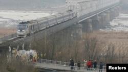 Chuyến tàu đi Seoul từ nhà ga Dorasan, trạm xe lửa gần nhất của Hàn Quốc với miền Bắc.
