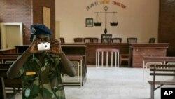 Une salle d'audience vide, dans un tribunal de N'Djamena, 12 novembre 2007