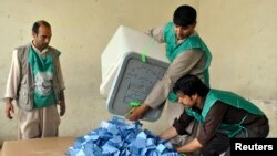 Afghan election workers prepare to start counting ballot papers after voting closed at a polling station in Mazar-I-Shariff, June 14, 2014.