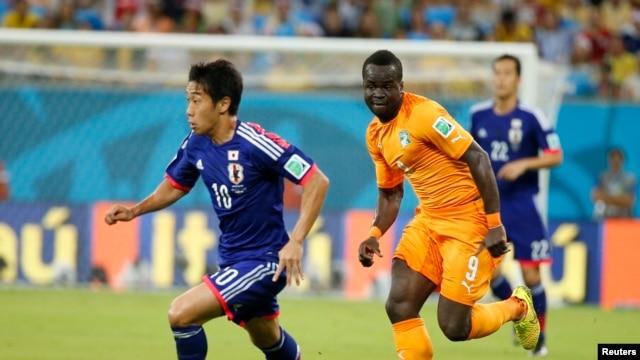 Bờ Biển Ngà ghi được hai bàn thắng liên tiếp ở hiệp hai, đánh bại Nhật Bản với tỉ số 2-1.