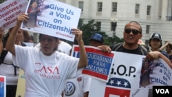 Inmigrantes y organizaciones comunitarias participan en marchas, vigilias, caravanas en todo el país para abogar por una reforma migratoria.