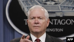 Bộ trưởng Quốc phòng Hoa Kỳ Robert Gates gọi đó là vấn đề nội bộ của Afghanistan