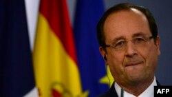 Fransa Cumhurbaşkanı Françoise Hollande bir basın toplantısında