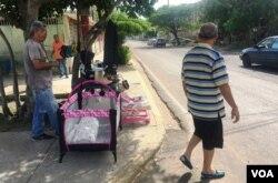 Las llamadas ventas de garaje en Maracaibo, en el occidente de Venezuela, están disponibles todos los días de la semana.