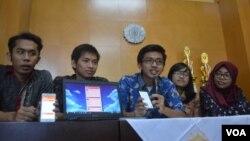 Tim pengembangan aplikasi penanganan dampak gempa dari Universitas Gadjah Mada, Yogyakarta. (VOA/Nurhadi Sucahyo)